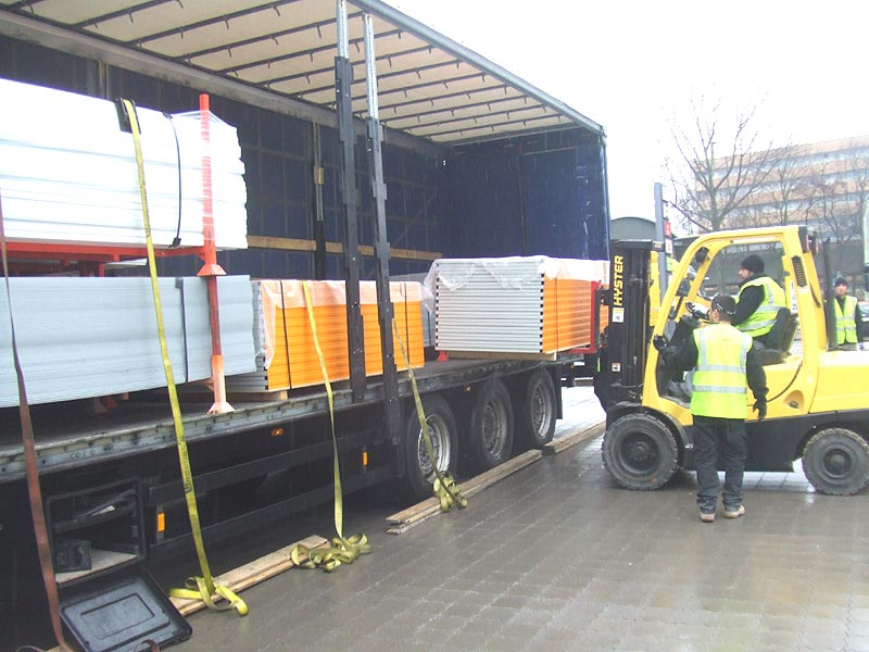 unloading partioning material from lorry